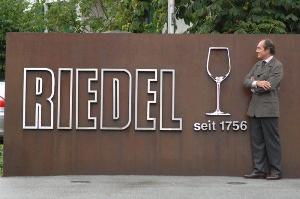 Utenfor Riedel vinglassprodusent.